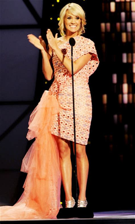 Carrie Underwood Wardrobe by Carrie Underwood S 11 Changes At The 2011 Cma