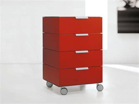 cassettiere su ruote cassettiera modulare in legno su ruote prisma