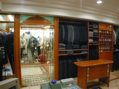 arredamenti per negozi di abbigliamento 19 arredamento per negozio di abbigliamento uomo classico