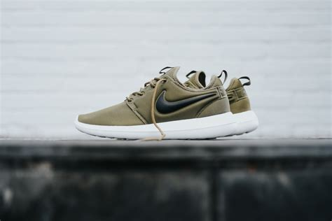 Nike Roshe Run Iguana Green nike roshe two iguana