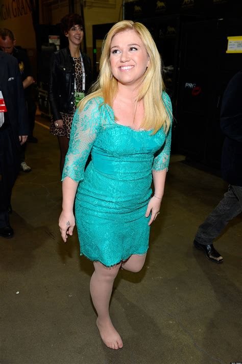 kelly clarkson s feet