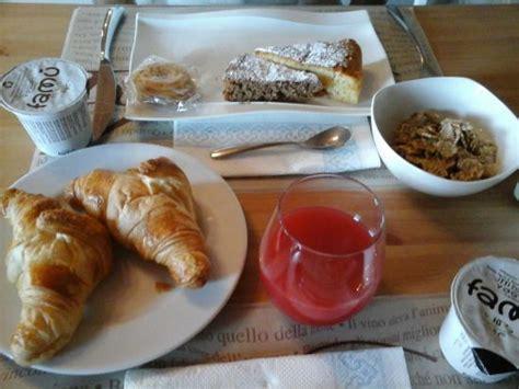 colazione a casa colazione con torte fatte in casa foto di relais casa