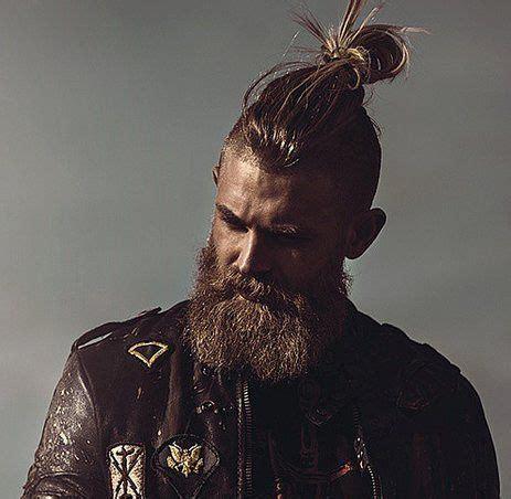 viking men hairstyles viking haircut のおすすめアイデア 25 件以上 pinterest ragnar