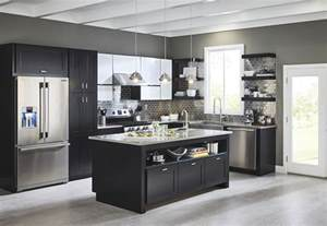 kitchen trends backsplashes more sophisticated look glossy glass tiles the