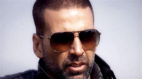 akshay kumar in white highlited hair style pic akshay kumar facebook html autos weblog