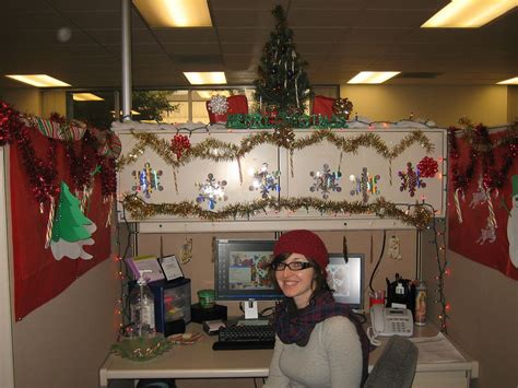 pix  christmas decorated office cubicles cubicle