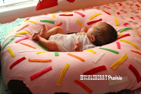Diy Baby Pillow by Donut Pillow I Think Zach Would Find This To Be A