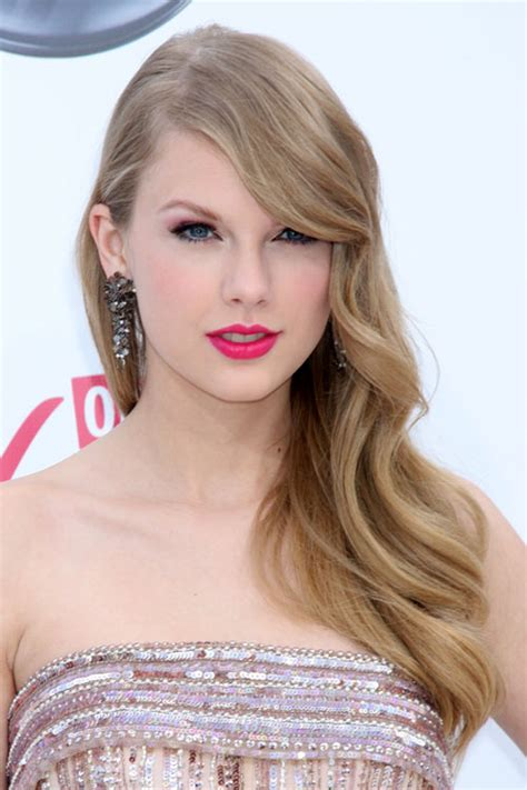 what colours does taylor swift use for ash blonde hair taylor swift wavy ash blonde straight bangs hairstyle