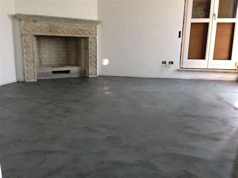 pavimenti in cemento lisciato microcemento soggiorno pavimenti microcemento