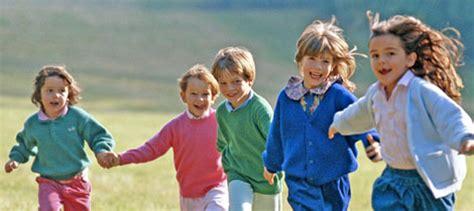 imagenes de niños jugando con sus amigos la amistad y los ni 241 os c 243 mo ayudar a tus hijos a hacer amigos