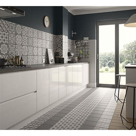 wickes kitchen wall tiles wickes winchester geo grey porcelain tile 200 x 200mm