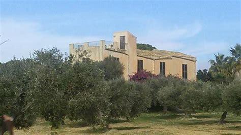 casa natale pirandello casa natale di luigi pirandello from the cliff path foto