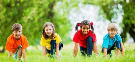 imagenes de niños jugando reales 6 razones por las que los ni 241 os deben jugar al aire libre