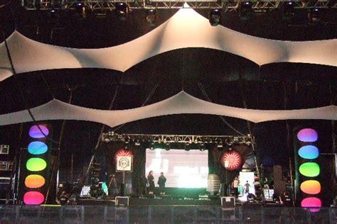 themes hire glastonbury big inflatable pillars