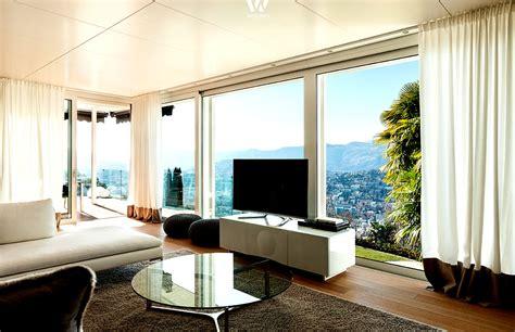fernseher wohnzimmer der fernseher zum fenster hin ist besonders an sonnigen