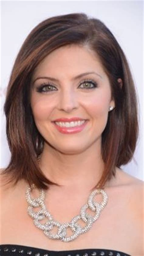 jen lilley natural hair color jen lilley wears a deep part and sleek style to the 168