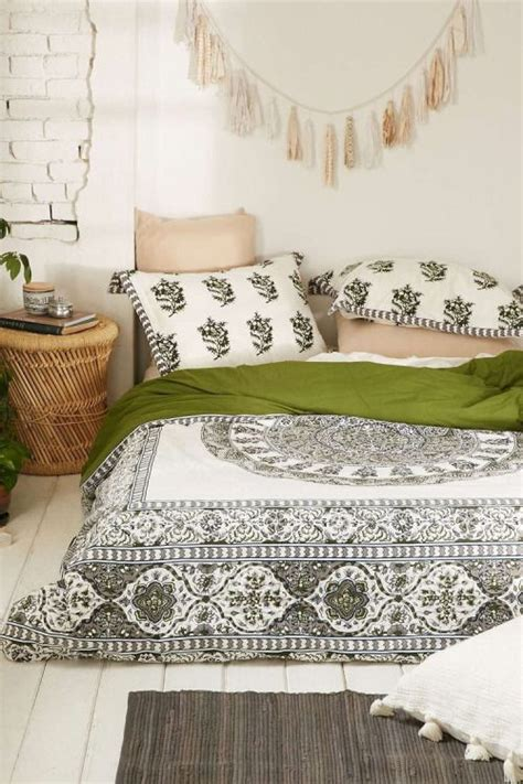 bed on floor ideas best 25 mattress on floor ideas on pinterest floor