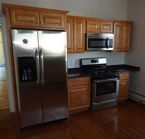 file kitchen cabinet display in 2009 jpg wikipedia file newly renovated kitchen with cabinets refrigerator
