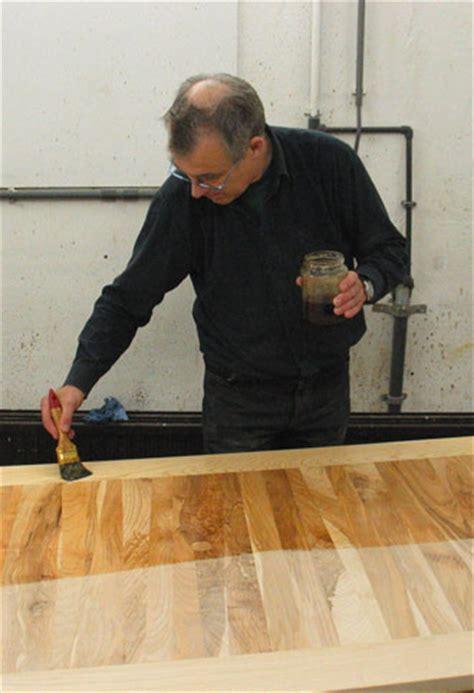 eiken tafelblad schoonmaken tafel in de olie zetten lees hier hoe de vakman het doet