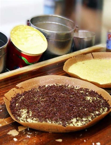 cara membuat martabak francisco martabak san francisco in the making photo by rian farisa