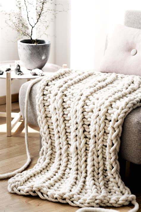 how to knit chunky blanket the oversized chunky knit throw blanket glitter