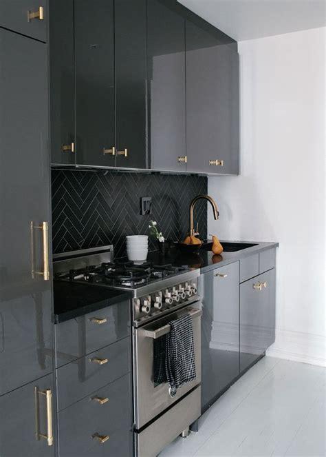 black gloss kitchen cabinets best 25 high gloss kitchen cabinets ideas on pinterest