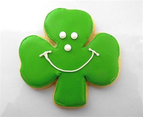 How To Decorate Sugar Cookies With Royal Icing St Patrick S Day Shamrock Cookies Brown Eyed Baker