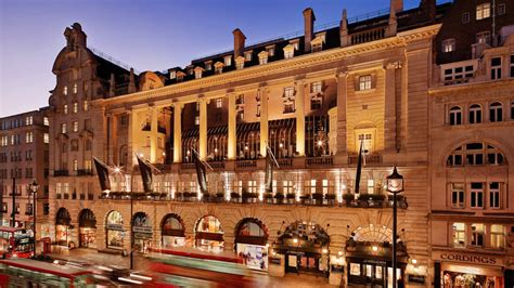 Olc Picadilly Terrace Set afternoon tea at le meridien piccadilly londres r 233 server une table