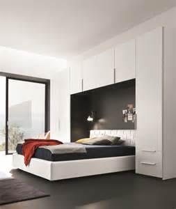chambre a coucher avec pont de lit deco chambre ambiance