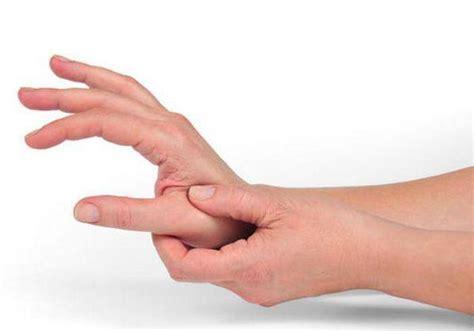 ansia e tremori interni tremore alle cause sintomi e trattamenti sanioggi it