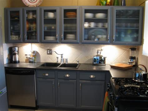 what is the standard height of kitchen cabinets