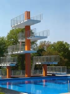 sprungturm schwimmbad jetzt ist er endlich farbig der 10 meter sprungturm im