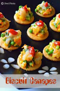 biscuit canapes with vegetable topping