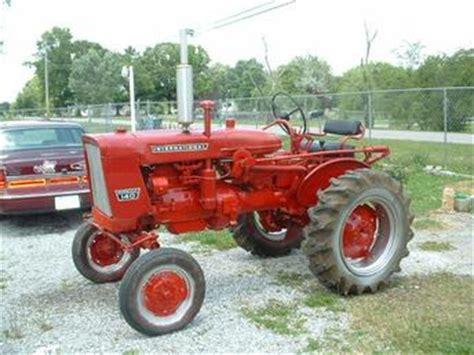 1959 Internataional Farmall 140 Antique Tractor