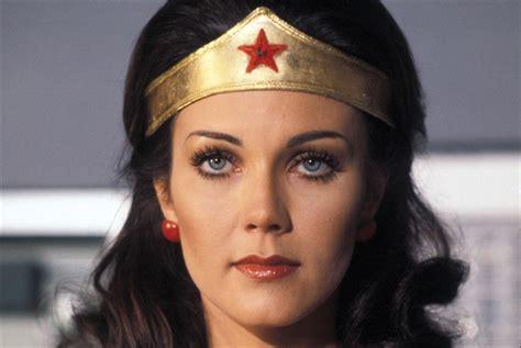 wonder woman mania che meraviglia sky cinema a trent anni di distanza torna wonder woman cinema