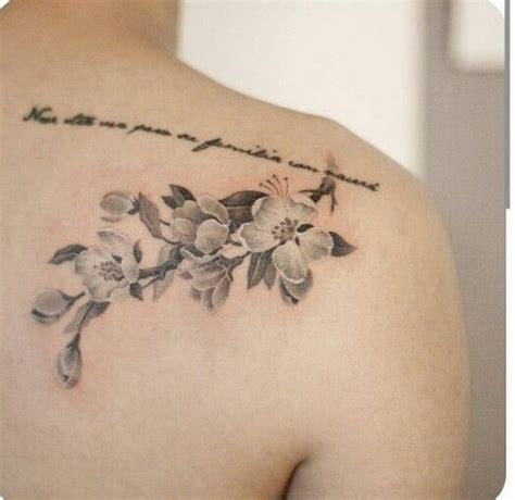 significato tatuaggio fiori di ciliegio 50 esempi sveglie di cherry blossom tattoos tatuaggi e