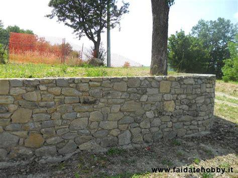 muro contenimento giardino come costruire un muro in pietra