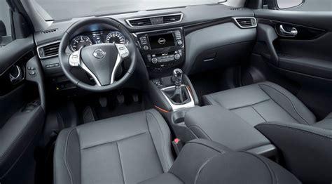 qashqai 2014 interni nissan qashqai 1 5 dci tekna 2014 review by car magazine