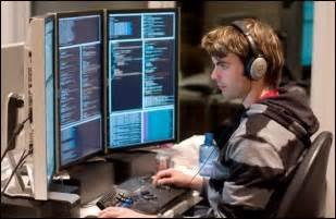 Programmer Desk Setup Programmer Pc Computer Monitors Hacker Headphones Worker Office Desk Setup Ideas