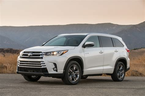 toyota highlander 2017 white 2017 toyota highlander 8 things to motor trend