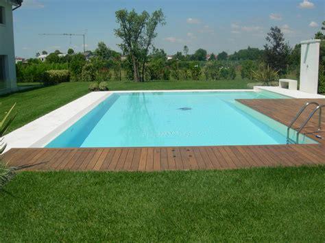 pavimenti bordo piscina come e quale pavimentazione bordo piscina scegliere