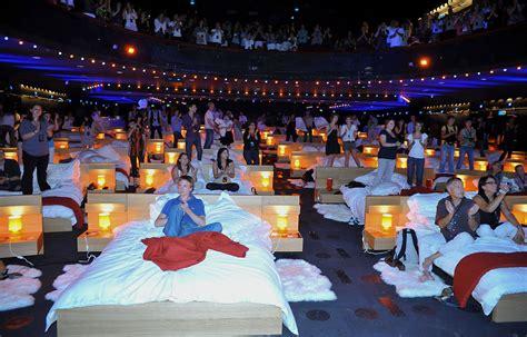 cinema aeroville lit en pyjama au cin 233 ma