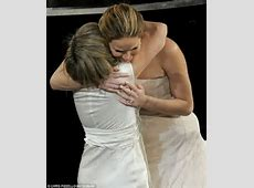 KATCHING MY I: Jennifer Lawrence dyes her hair near jet ... Anne Hathaway Oscar Incident