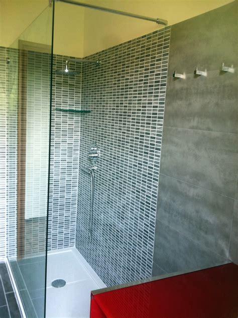 piatto doccia 150x80 foto zona doccia con parete in cristallo di artigiana