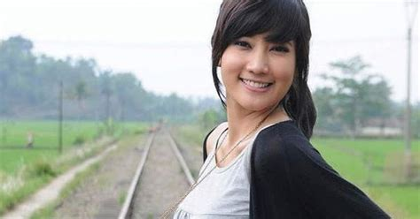 cara download film layar lebar indonesia profil adelia rasya echo 17