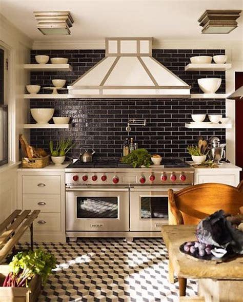 Black And White Tile Kitchen Backsplash by 5 Cozinhas Ladrilhos Hidr 225 Ulicos No Piso Danielle Noce