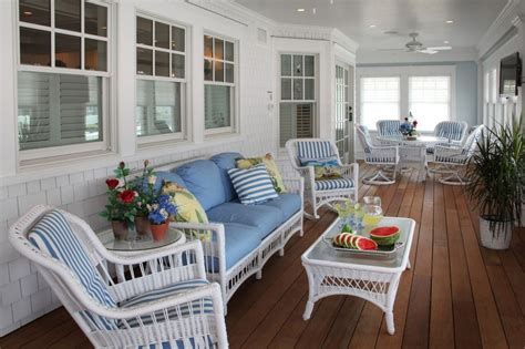 Coastal Livingroom summer decors infused with white wicker furniture