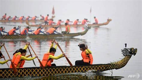 dragon boat racing vietnam dragon boat race splashes into hanoi
