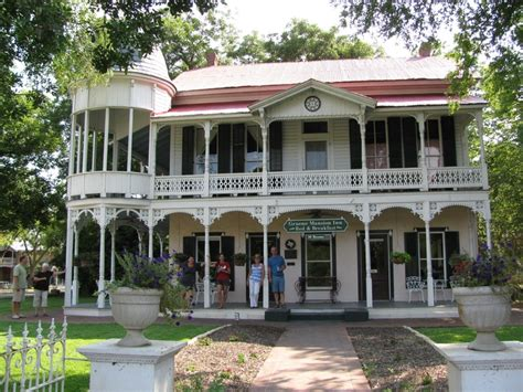 Bed And Breakfast In Gruene Tx by Gruene Everything S Better In