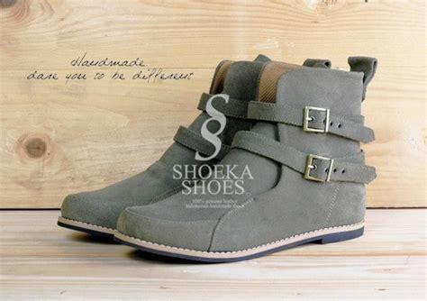 Sepatu Boot Keren model sepatu cewek di holidays oo
